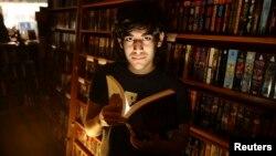 ارن اسوارتز در یک کتابفروشی در سان فرانسیسکو، فوریه ۲۰۰۸