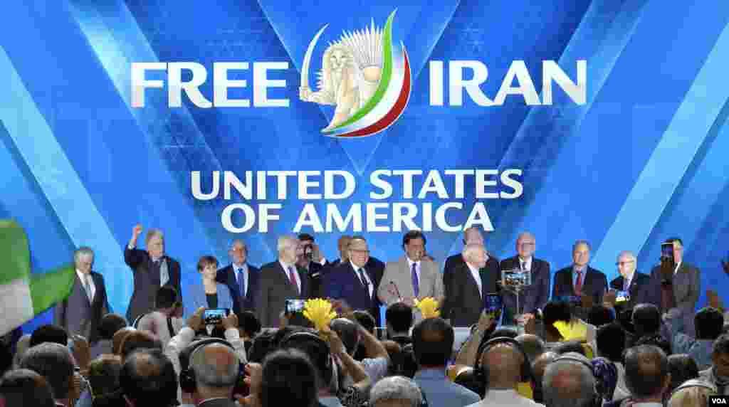 حضور چهرههای سیاسی آمریکایی در نشست «ایران آزاد» با حضور گروههای مخالف جمهوری اسلامی ایران