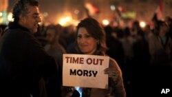 Tahrir Meydanında gece devam eden Mursi karşıtı gösteri