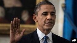 Presiden Barack Obama diambil sumpahnya untuk masa jabatan ke-2, Minggu (20/1) dalam upacara tertutup di Gedung Putih. Hari ini, Obama akan diambil sumpahnya kembali di depan Gedung Kongres Amerika (21/1).
