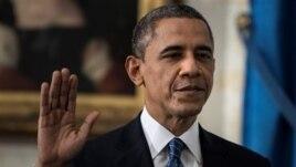 Theo Hiến pháp Hoa Kỳ, Tổng thống phải tuyên thệ vào ngày 20/1. Năm nay, ngày này rơi vào Chủ nhật, Tổng thống Obama sẽ tuyên thệ một lần nữa vào thứ Hai 21/1, trong một buổi lễ truyền thống trước công chúng