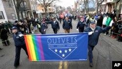 Các cựu quân nhân đồng giới trong một cuộc tuần hành ở Boston, Hoa Kỳ.
