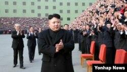 북한 김정은 국방위원회 제1위원장이 25일 노동당 제8차 사상일꾼대회에 참석했다.