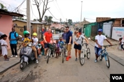 People from all over the world now go on Mulaudzi's bicycle tours, and his success recently resulted in a TripAdvisor Excellence Award. (D. Taylor/VOA)