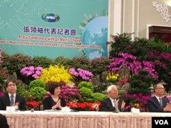 台湾总统府11月12日举行2018年APEC经济领袖会议代表团行前记者会(美国之音许宁摄影)