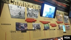 The Holocaust Museum in Washington is dedicating space to the Khmer Rouge this month, including photographs from the torture center Tuol Sleng and an exhibit of personal items that once belonged to victims of the regime. May 4, 2015 (Ten Soksreinith/VOA Khmer)