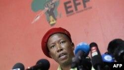 Le chef du parti d'opposition sud-africain Economic Freedom Fighters (EFF), Julius Malema, tient une conférence de presse à Johannesburg, le 16 octobre 2018.