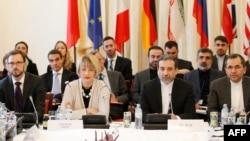 주요 6개국과 이란 정부 관계자들로 구성된 공동위원회가 19일 오스트리아 수도 빈에서 이란 핵 합의 이행방안을 논의했다.