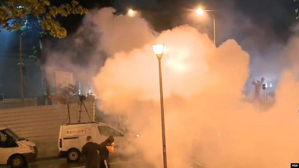 Tiranë, vijon tensioni para parlamentit