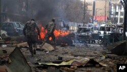 Pakistani paramilitary forces visit blast area in Quetta, March 14, 2014.