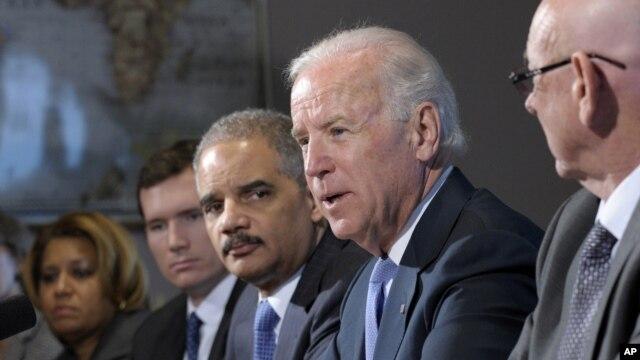 """Phó Tổng thống Joe Biden nói rằng vấn đề bạo động bằng súng đòi hỏi hành động """"ngay tức khắc"""" và """"khẩn cấp."""" (AP Photo/Susan Walsh)"""