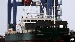 지난 2007년 버마 틸라와르항에 입항한 북한 화물선 '강남 1'호. 유엔 안보리 결의를 위반하는 불법 거래 무기를 적재한 것으로 의심을 받다가 북한으로 회항했다. (자료사진)