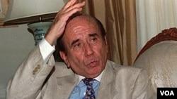 El ex presidente en su hogar cuando cumplía arresto domiciliario en 1998.