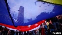 ພວກສະໜັບສະໜຸນ ຕໍ່ຂໍ້ຕົກລົງ ສັນຕິພາບສະບັບໃໝ່ ກັບກຸ່ມກະບົດ FARC ໂຮມຊຸມນຸມກັນ ທີ່ນະຄອນ ໂບໂກຕ້າ. (15 ພະຈິກ 2016)
