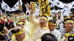 지난해 5월 타이완 타이페이에서 자국 어민이 필리핀 해경의 총에 맞아 사망한 사건에 항의하는 주민들.