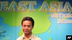 Suon Bun Rith, country director for Amrita Performing Arts, visiting VOA Khmer, in Washington.