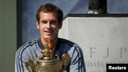 Andy Murray terpilih sebagai olahragawan BBC tahun ini setelah menjadi atlet Inggris pertama yang menjuarai Wimbledon dalam 77 tahun (foto: dok).
