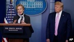 Dr. Deborah Birx, koordinator satgas virus corona Gedung Putih dan Presiden AS Donald Trump (foto: dok).