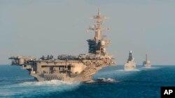 រូបឯកសារ៖ នាវាដឹកយន្តហោះ USS Abraham Lincoln នៅតំបន់ច្រកសមុទ្រ Hormuz កាលពីថ្ងៃទី១៩ ខែវិច្ឆិកា ឆ្នាំ២០១៩។