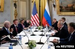 U.S. President Joe Biden and Russia's President Vladimir Putin meet for the U.S.-Russia summit at Villa La Grange in Geneva, Switzerland, June 16, 2021. (Sputnik/Mikhail Metzel/Pool via Reuters)
