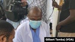 Dr Abdu Samad, likita a Najrryia,(VOA/Gilbert Tamba)