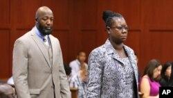 Los padres de Trayvon Martin, Tracy Martin y Sybrina Fulton, en una de sus apariciones en corte durante el juicio contra George Zimmerman.