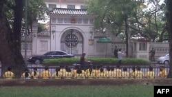 Hàng chục học viên Pháp Luân Công tọa thiền trước đại sứ quán TQ bị bắt