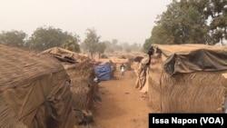 Vue du village des orpailleurs à Djikondi. (VOA/Issa Napon)