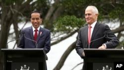 Tổng thống Indonesia Joko Widodo (trái) và Thủ tướng Australia Malcolm Turnbull trong chuyến thăm 2 ngày tới Australia của Tổng thống Indonesia, Sydney, 26/2/2017.