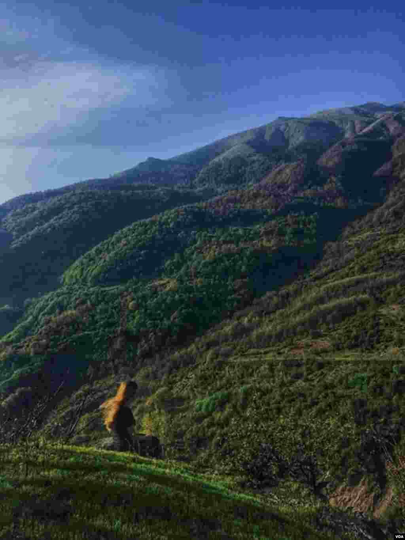 دختری در ارتقاعات ماسوله، گیلان عکس: گلنوش (ارسالی شما)