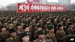 지난 2013년 2월 북한 평야에서 3차 핵실험 성공을 자축하는 대규모 군중대회가 열렸다. (자료사진)