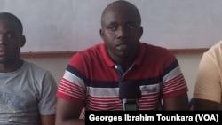 Le secrétaire général de la FESCI appelle à la mobilisation contre les frais d'inscription, le 17 septembre 2017 à Abidjan, en Côte d'Ivoire. (VOA/Georges Ibrahim Tounkara)
