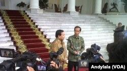 Presiden Joko Widodo dan mantan capres 2014 Prabowo Subianto di Istana Bogor, 29 Januari 2015 (Foto: VOA/Andylala).
