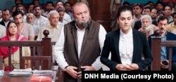 فلم ملک میں عدالت کا ایک منظر