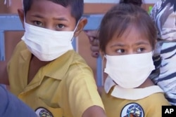 Samoa cerró todas sus escuelas el lunes 18 de noviembre de 2019, prohibió a los niños participar en reuniones públicas y ordenó que todos se vacunen después de declarar una emergencia debido a un brote de sarampión.