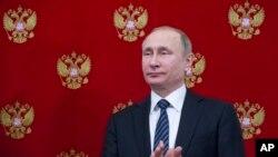 Prezident Vladimir Putinin hökuməti qətldə əli olduğunu danır.