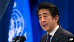지난 25일 뉴욕의 한 호텔에서 아베 신조 일본 총리가 연설하고 있다.