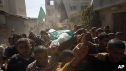 Похороны члена группировки ХАМАС, погибшего в результате авиаудара израильских ВВС. Сектор Газа, 28 октября 2012 года