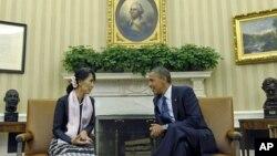 Tổng thống Hoa Kỳ Barack Obama gặp bà Aung San Suu Kyi tại Phòng Bầu dục của Tòa Bạch Ốc, ngày 19/8/2012