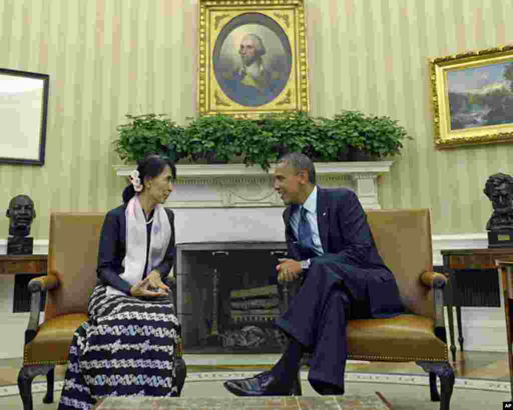 ديدار آنگ سان سوچی با باراک اوباما، رييس جمهوری آمريکا در کاخ سفيد. ۱۹ سپتامبر، ۲۰۱۲.