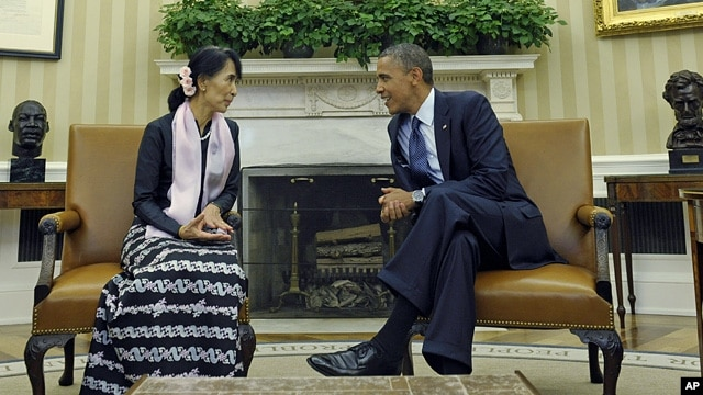 President Barack Obama meets with Aung San Suu Kyi in the Oval Office of the White House, Sept. 19, 2012.