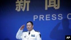 Khâu Diên Bằng, Phó Tư lệnh Hải quân Quân Giải phóng Nhân dân Trung Quốc, đến cuộc họp báo trước ngày kỉ niệm 70 năm lực lượng này được thành lập, ở Thanh Đảo, Trung Quốc, ngày 20 tháng 4, 2019.
