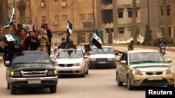 Građani sirijskog grada Rake demonstracijama su obeležili drugu godišnjicu ustanka protiv predsednika Bašara al-Asada