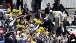 Papa Franja sa vernicima u Vatikanu