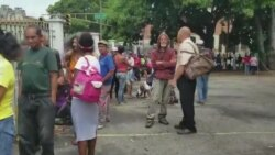 Venezuela: Iglesias dan comida gratis a los pobres