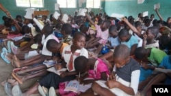 Health experts warns of further spread of COVID-19 once schools are reopned because most primary schools in Malawi are overcrowded. (Lameck Masina/VOA)