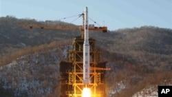 Ảnh trích từ video của thông tấn xã nhà nước Bắc Triều Tiên ghi lại vụ phóng tên lửa Unha-3 tại bệ phóng vệ tinh Sohae ở Tongchang-ri, Bắc Triều Tiên, ngày 12/12/2012