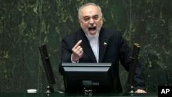 지난 11일 알리 아크바르 살레히 이란원자력청장이 의회에 나와 핵합의안을 설명하고 있다.