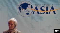 IMF အႀကီးအကဲ Christine Lagarde အာရွဆိုင္ရာ Boao အစည္းအေ၀းတက္ေရာက္ေနစဥ္။ (ဧၿပီလ ၇ ရက္၊ ၂၀၁၃)