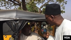 VOA Hausa reporter Ibrahim Ahmed interviews local residents in the nothern Nigerian city of Kaduna.
